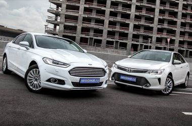 <p>Ford Mondeo VS Toyota Camry. Фото: auto.mail.ru</p>