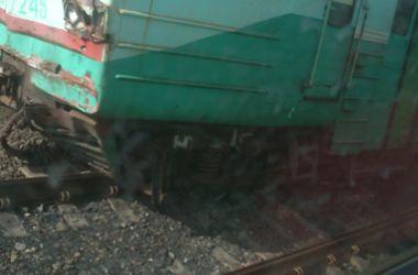 Под Донецком электричка снесла грузовик и сошла с рельс