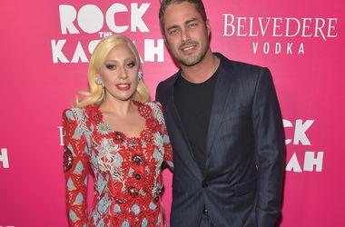 """Тейлор Кинни надеется, что Леди Гага родит ему """"целую футбольную команду"""""""