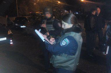 В Мариуполе возле типографии кандидат в депутаты совершила наезд на милиционера
