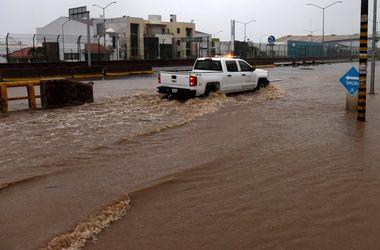 """Мощнейший за всю историю ураган """"Патрисия"""" вызвал потоп в США"""