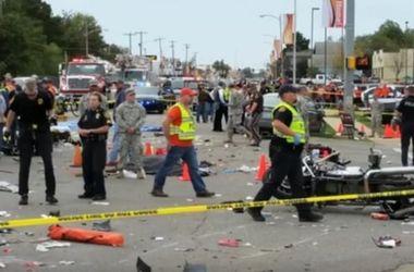 В США пьяная женщина протаранила толпу зрителей на параде: есть жертвы