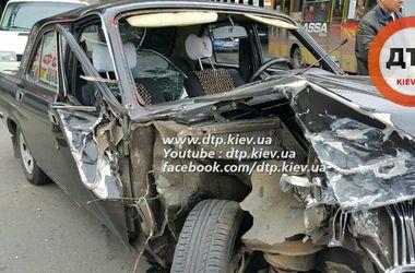 В Киеве пьяный водитель разбил три машины, есть пострадавшие