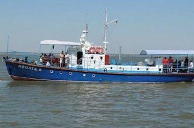 Новые подробности крушения катера под Одессой: теплоход арестовали, пятеро рыбаков пропали