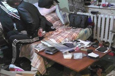 У киевлянина в квартире нашли наркотики, психотропы и гранаты