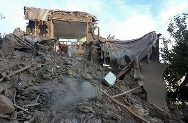 Число жертв разрушительного землетрясения в Азии растет огромными темпами