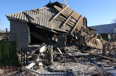 Неспокойная ночь в Донецке: стрельба, залпы, взрывы и обстрелянный поселок