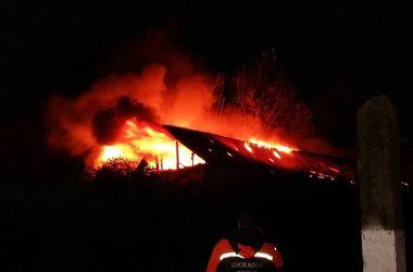 Под Киевом масштабный пожар в амбулатории тушили 40 человек