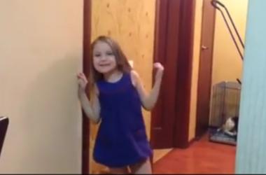 """Видеохит: маленькие дети смешат взрослых """"пошлостями"""""""