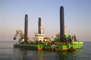 """Нефть пошла в """"откат"""" после рекордного роста"""