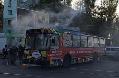 В Одессе на ходу загорелся троллейбус с пассажирами