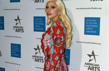 Леди Гага и Тейлор Кинни согласились на эксперимент в постели