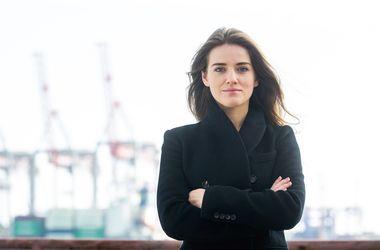 26-летняя начальница-красотка, рассказала о новой системе на Одесской таможне