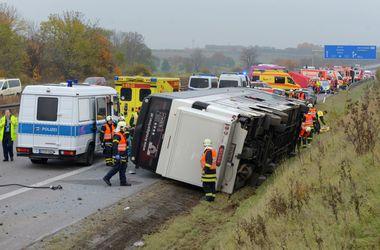 В Германии перевернулся автобус с детьми: есть жертвы