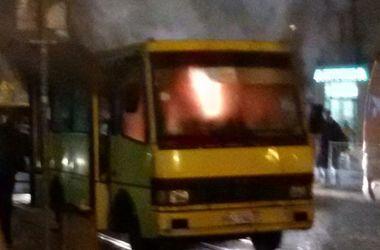 В центре Львова дотла сгорела маршрутка