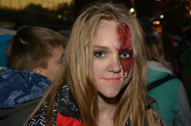 """""""Ужасный"""" Хэллоуин в Харькове: с охотой и шествием тысяч зомби"""