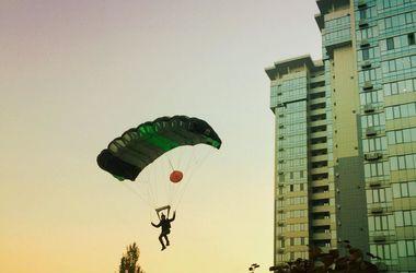В Киеве экстримал прыгнул с крыши 25-этажного дома