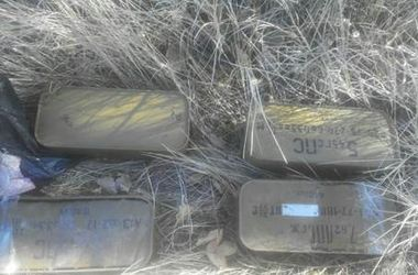 На Донбассе СБУ обнаружила два тайника с боеприпасами