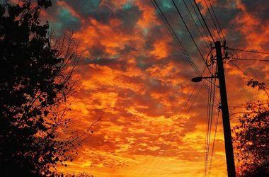 Первый закат ноября в Киеве: небо горело огнем
