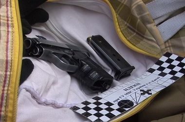 В Киеве милиция задержала авто с пистолетами, наручниками и дубинками