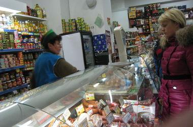 Сахар в магазинах продают уже по 15 грн, но цены на продукты будут расти дальше - эксперты