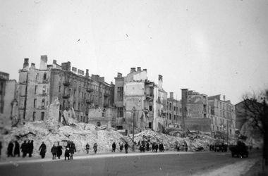 Ко дню освобождения Киева: во время II мировой там под дулом автомата ставили оперетты и кормились с краденой махорки