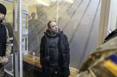 Обвинение требует взять Корбана под стражу без права залога