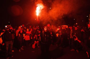 """В Лондоне участники """"Марша миллиона масок"""" устроили столкновения с полицией"""