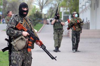 Военные попали под плотный огонь боевиков