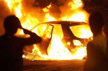 В киевском дворе ночью сожгли дорогую иномарку
