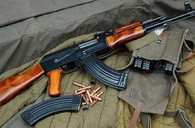 Одесситка нашла в мусорном баке автомат Калашникова, гранаты и взрывчатку