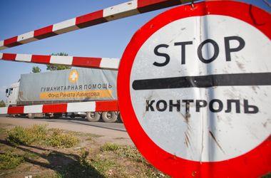 Две автоколонны штаба Ахметова везут продукты в Донецк и Мариуполь