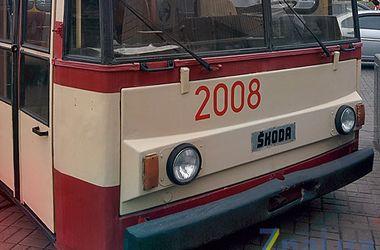 В центре Киева появились винтажные троллейбусы