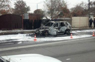 В Харькове сгорел дотла BMW X5