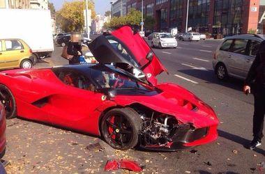 Владелец разбил Ferrari LaFerrari за 1,5 млн долларов через пару минут после покупки