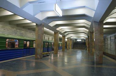 В Харькове мужчина шагнул под движущийся поезд