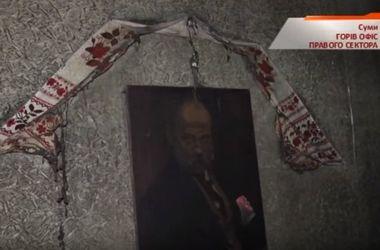 """В Сумах сожгли офис """"Правого сектора"""", где раньше от взрыва погиб боец"""