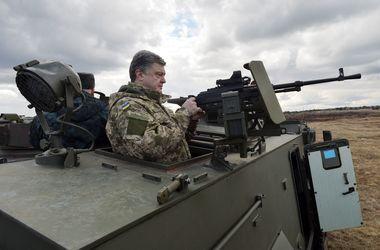Порошенко: Бойцы в Донбассе готовы в любой момент открыть огонь на поражение