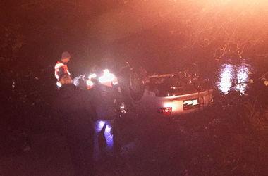 На Закарпатье автомобиль слетел в реку: погибли 4 молодых людей