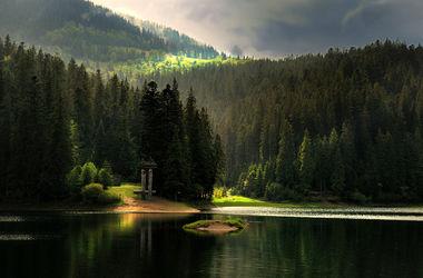 Озеро Синевир - красота в тесном кольце золоченых Карпатских гор
