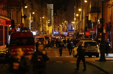 Не менее ста человек погибли в парижском театре