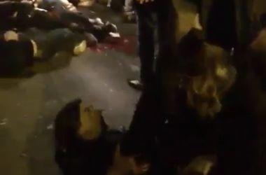 Очевидец снял видео из эпицентра одного из взрывов в Париже
