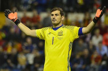 Касильяс стал первым вратарем в истории, не пропускавшим в 100 матчах за сборную