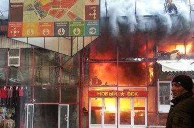 """В Харькове – огромный пожар на рынке """"Барабашово"""""""