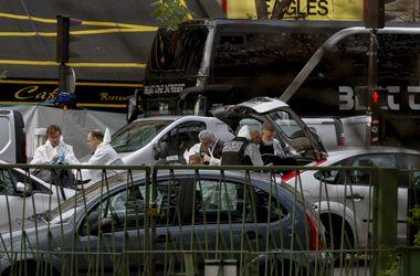 В брошенной парижскими террористами машине нашли автоматы Калашникова