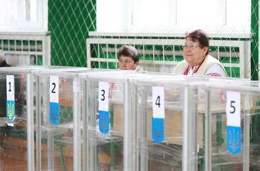 Избирательные участки в Украине в основном открылись вовремя
