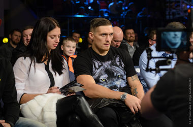 Как звезды украинского бокса болели за Дениса Беринчика