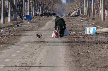"""Жители Донецка: """"Стыдно признаться – живем за счет пенсий стариков и гуманитарки"""""""
