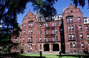Кампус Гарварда эвакуировали из-за сообщения о бомбе