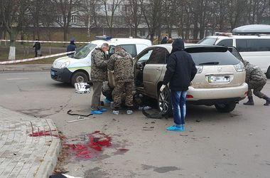 """В Киеве взорвался """"Лексус"""", ранен мужчина"""